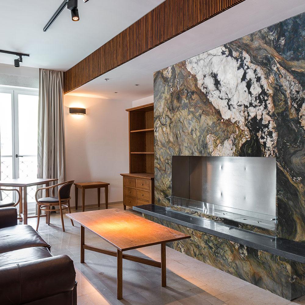 Fusion Parede Quartzite Fireplace